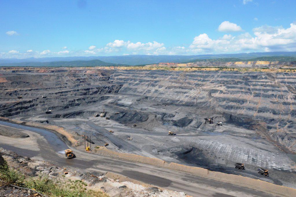 Die Cerrejón Steinkohlemine im Tagebau, ein Joint Venture von Glencore, BHP Billiton und Anglo American (c) Hour.poing